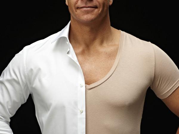 t shirt under skjorta